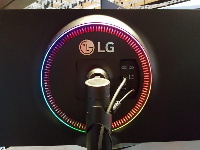 rear of LG 32GK850G